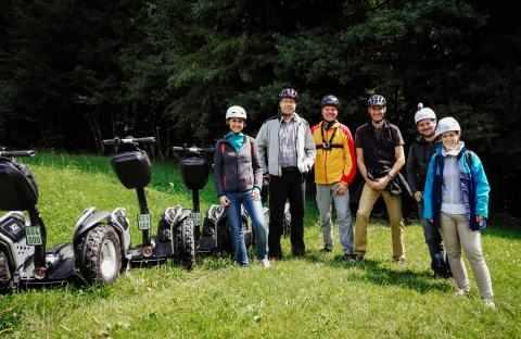 Segway Fahrer Gruppe im Gelände am Samerberg
