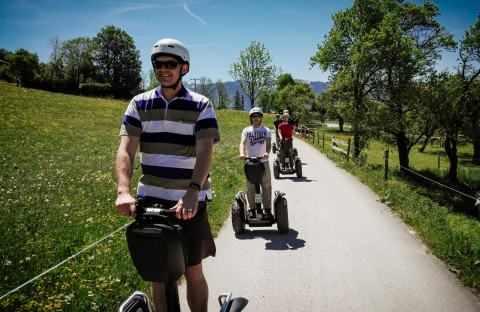 Segway Fahrer Gruppe im Frühling in Hundham