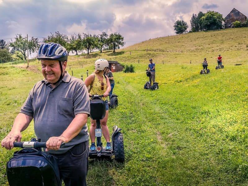 Segway Fahrer Gruppe im Gelände