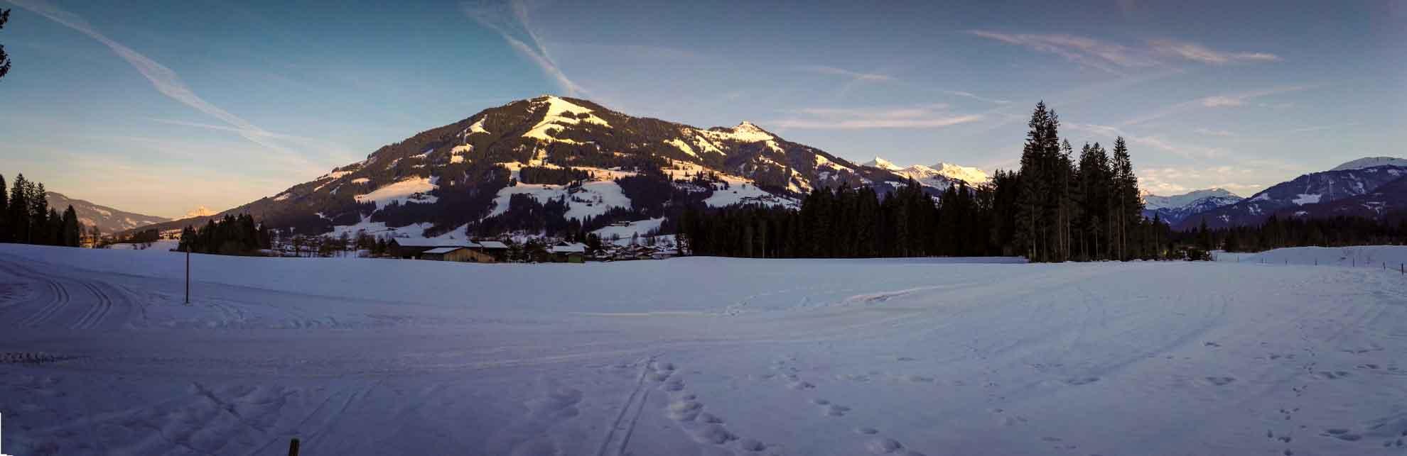 Die Kitzbüheler Alpen in Westendorf im winterlichen Abendlicht