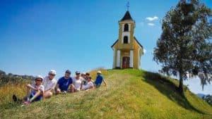 Pause in der Wiese an der dreisiebener Kapelle in Leutschach