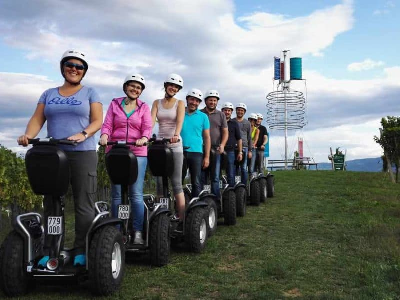 Segway Fahrer Gruppe vor Klapotetz