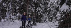 Segway Fahrer im Schnee