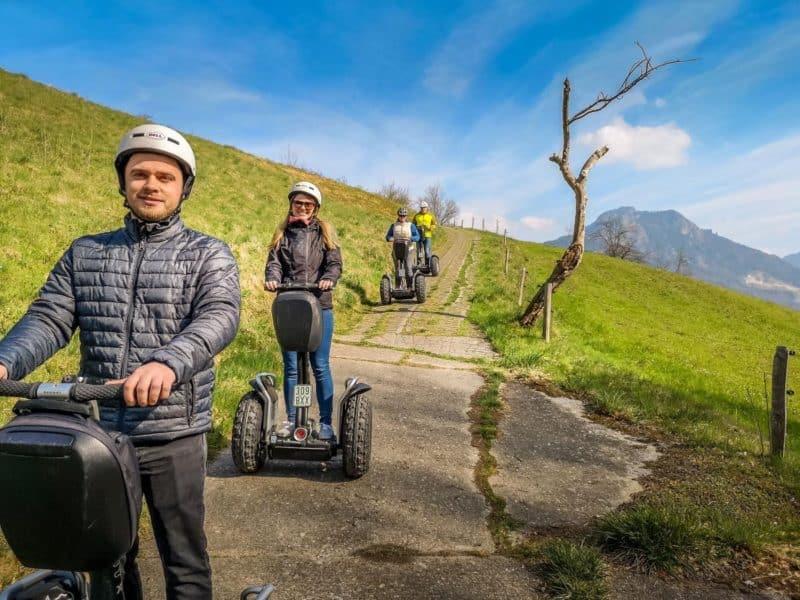 Offroad Segway Fahrer und der Heuberg bei Nussdorf am Inn